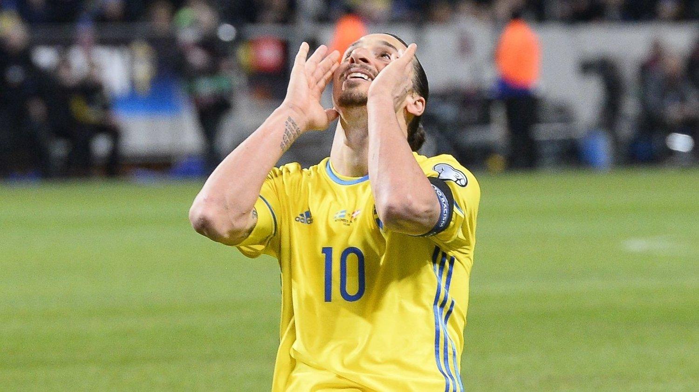 SCORET: Zlatan Ibrahimovic scoret svenskenes andre mål mot Danmark.
