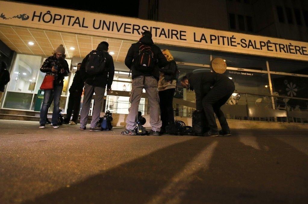 Legene ved flere sykehus i Paris jobber på spreng for å redde livene til kritisk skadde terrorofre.