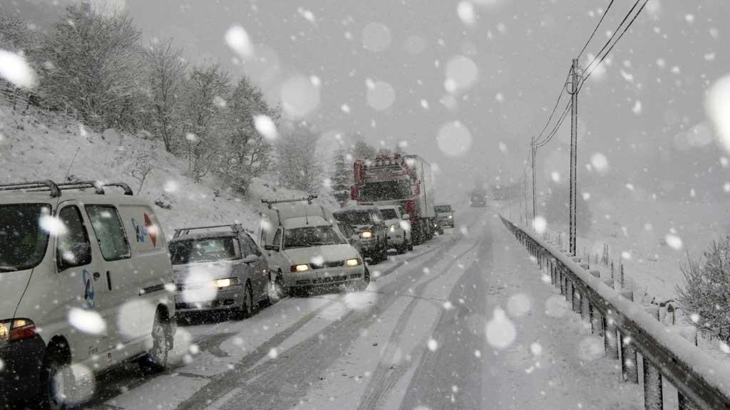 Det er sendt ut OBS-varsel for 10 fylker. Den første snøen er på vei mange steder.