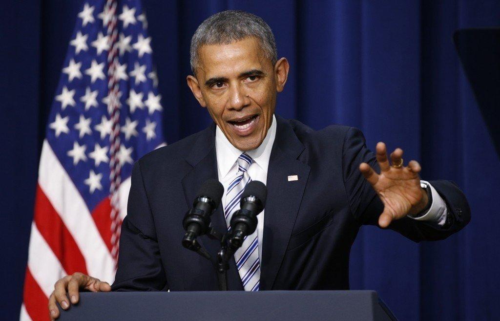 - Fredagens terror var ikke bare et angrep på Frankrike, men et angrep på menneskeheten, sier Barack Obama.