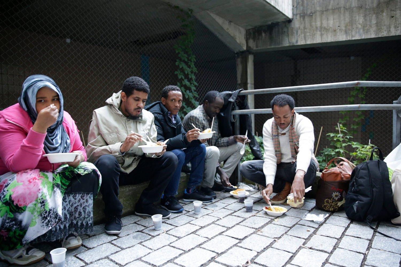Her ser vi en gruppe asylsøkere fra Somailie utenfor politiets utlendingsenhet (PU) på Tøyen.