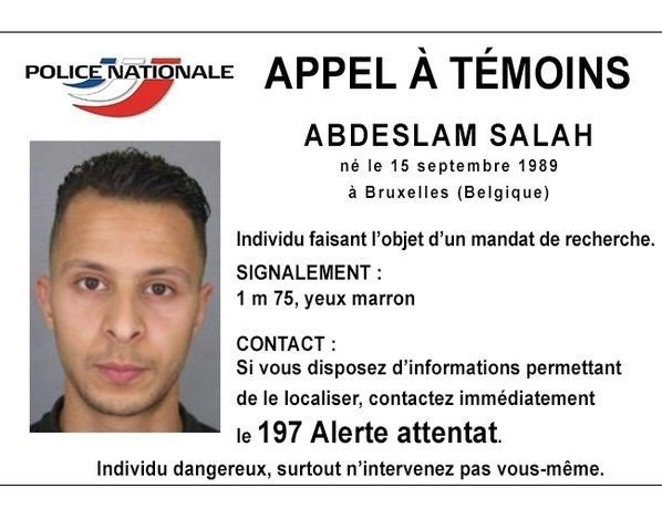 Fransk politi driver klappjakt på Abdeslam Salah etter udåden i Paris.