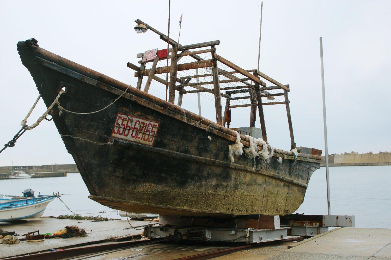 Dette er ett av skipene som har drevet utenfor den japanske kysten. Skipet ble funnet utenfor halvøya Noto i midten av november.