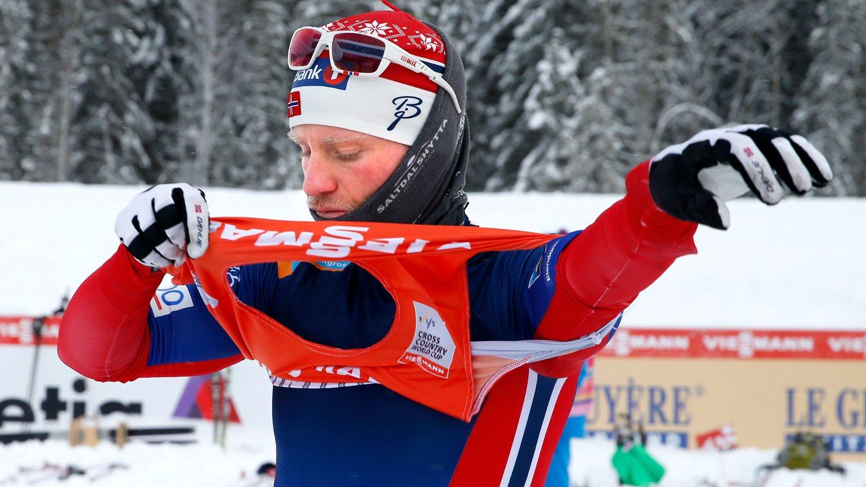 LEDER: Martin Johnsrud Sundby leder verdenscupen, men tror det blir jevnt.