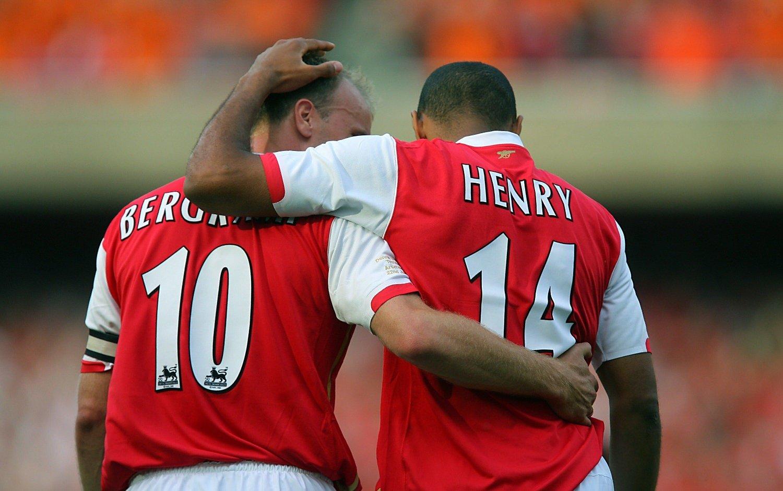 STJERNE: Dennis Bergkamp herjet sammen med Thierry Henry i Arsenal-drakta. Nå kan det bli engelsk comeback for nederlenderen.