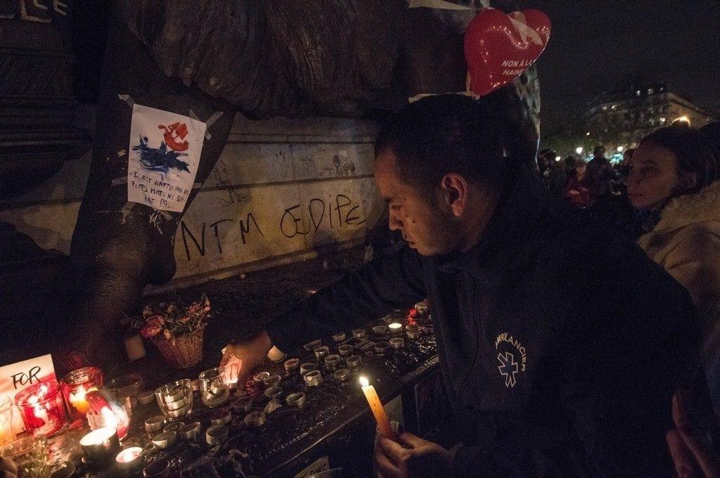 Stadig flere journalister får posttraumatisk stressyndrom av å se på og legge ut videoer om voldelige hendelser. Tyr til alkohol, overspising og sex for å hanskes med problemet ifølge ny studie. Illustrasjonsfoto: Terror i Paris november 2015.