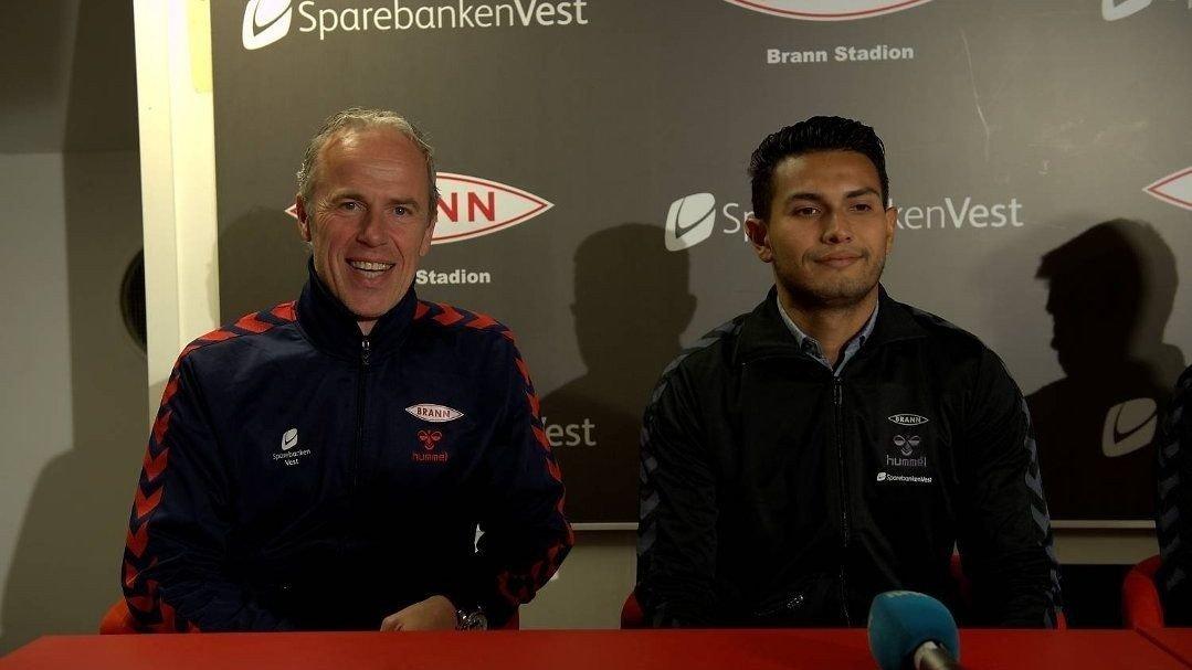 Branns sportssjef Rune Soltvedt og nykommeren Deyver Vega på pressekonferansen tirsdag ettermiddag.