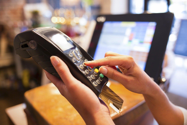 SETTER FOTEN NED: SV vil stramme inn reglene for kredittkort.