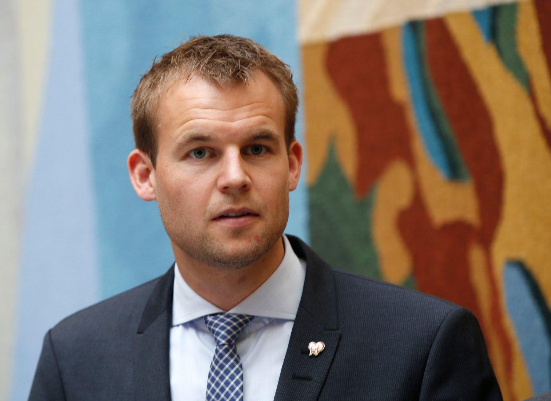 VIL HA SENSUR: KrFs Kjell Ingolf Ropstad mener internett- og mobilleverandører bør pålegges å innføre pornofilter som standard for kundene.