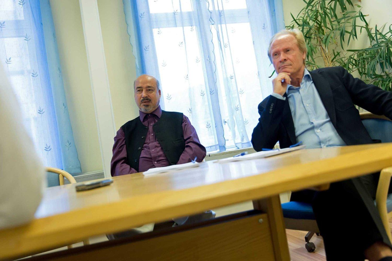 GIR SEG IKKE: Shah Muhammad Rais og hans advokat Per Danielsen.
