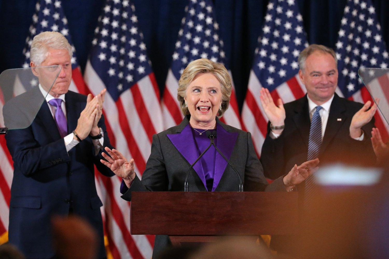HILLARY CLINTON takket staben og velgerne under den første talen etter valgnederlaget mot Donald Trump.