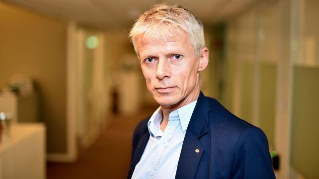 Skattedirektøren Hans Christian Holte mener fjerning av 500- og 1000-lapper kan redusere den svarte økonomien.