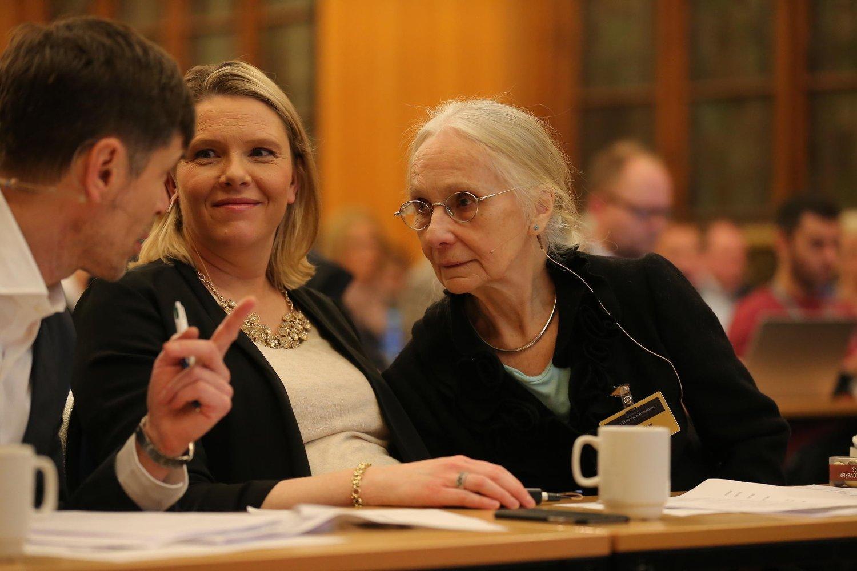 - Du var en av mine store helter, sa innvandringsminister Sylvi Listhaug (Frp) til professor emeritus Unni Wikan etter hennes innledningsforedrag. Til høyre konferansier Kjetil Rolness.