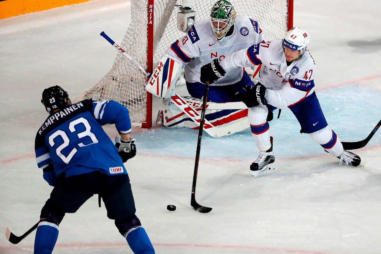 NYTT KNEPENT TAP: Norge Lars Haugen og Alexander Bonsaken hadde Finland i kne, men måtte igjen strekke våpen i ekstra spilletid.