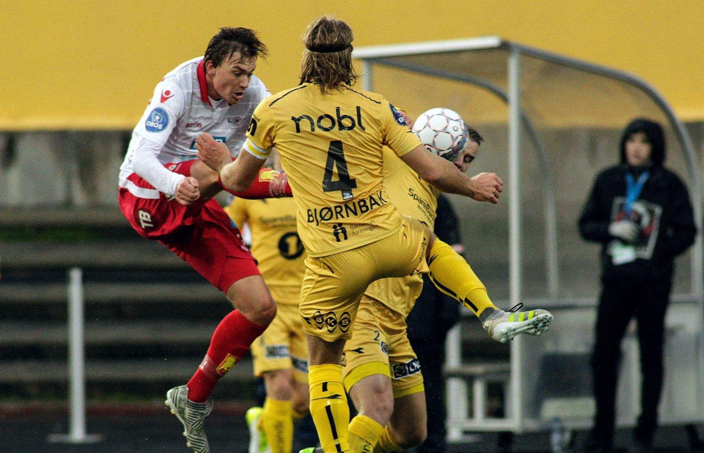 TRE STRAKE: Levangers Robert Stene (hvit drakt) scoret tre mål før ligavinner Bodø/Glimt fikk mål på aspmyra søndag.