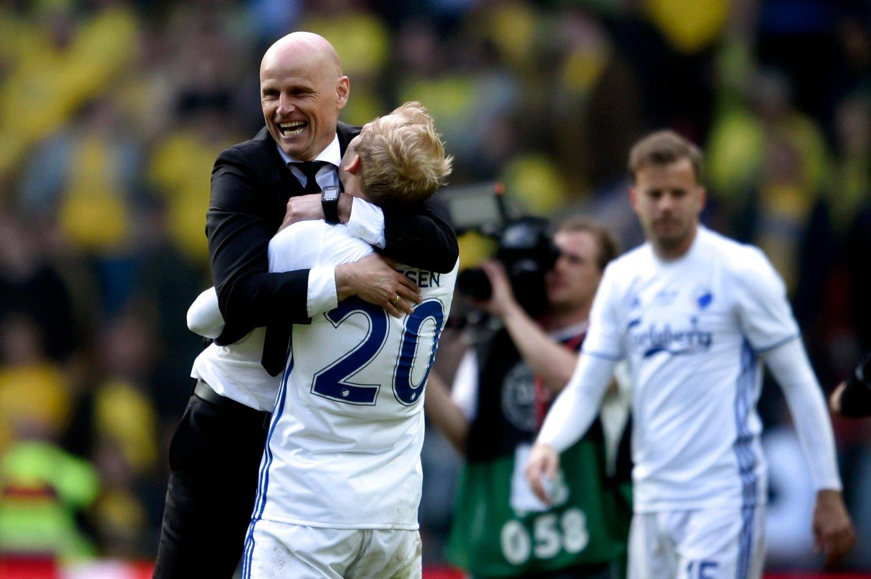 GRUNN TIL Å SMILE: FC København-trener Ståle Solbakken og Nicolai Boilesen er videre i Europa League. Her avbildet etter en tidligere kamp.