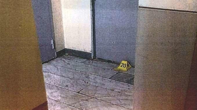 ANMELDTE GRUPPEVOLDTEKT: En kvinne i 30-årene anmeldte en gruppevoldtekt som skal skjedd i denne trappeoppgangen i en forstad til Stockholm. Fem menn ble tiltalt, tirsdag ble de frikjent.