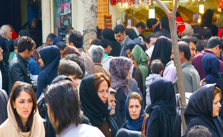 Illustrasjonsfoto: Gatebilde fra et marked i Teheran tatt i 2013.