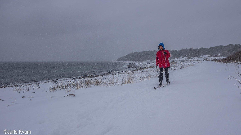 På Tromøy i Arendal var det skiføre langs stranda mandag.