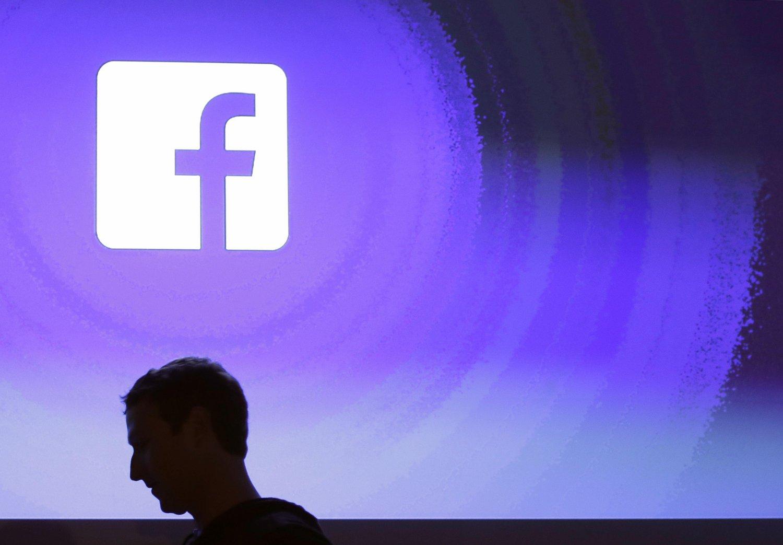 HARDT VÆR: Facebook-direktør Mark Zuckerberg er i hardt vær etter Cambridge Analytica-skandalen.