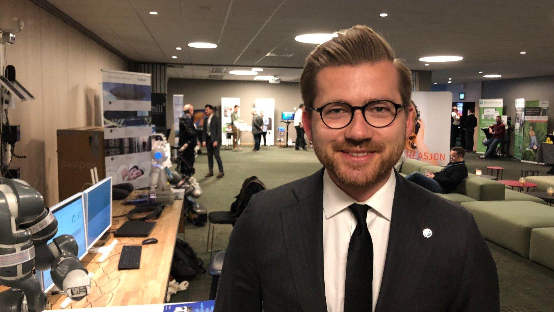 VENSTRE OM TEKNOLOGI: Sveinung Rotevatn har ledet utvalget som har forberedt hovedtemaet under årets landsmøte i Venstre - «Teknologi - fantastiske muligheter og store utfordringer». Et av ønskene til partiet, er å åpne opp for selskaper som Uber.