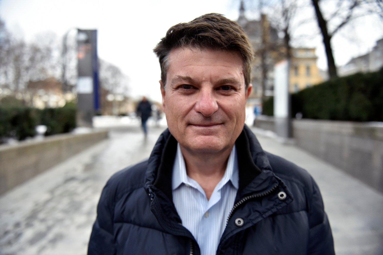 TITTER INN I SPÅKULEN: Martin Ford er en av verdenes ledende fremtidsforskere, og har en kraftig advarsel til Norge.