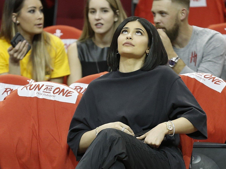 FÅR LIKES: Kylie Jenner legger gjerne ut flere innlegg på Instagram daglig. Det tjener hun godt på.