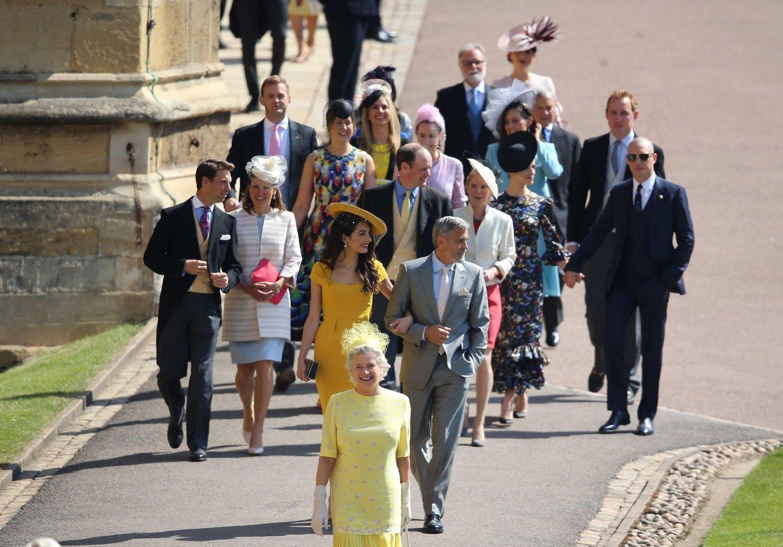 Gjester ankommer St George's Chapel på Windsor Castle.