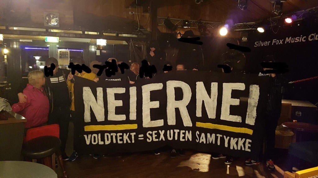 BANNERET: Molde nektet Rosenborg-supportere å ta med banneret på bildet inn på Aker Stadion, før søndagens kamp i Eliteserien. «Nei er nei - Voldtekt = sex uten samtykke».