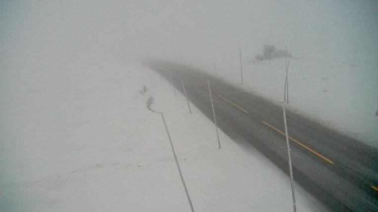 Riksvei 7 over Hardangervidda ved Dyranut onsdag morgen.
