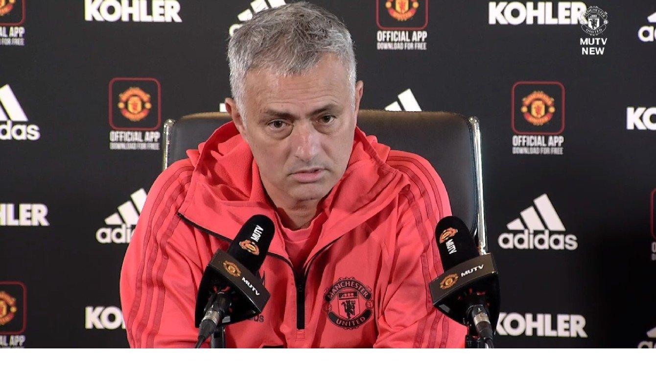KLAR FOR CHELSEA-MØTE: José Mourinho og Manchester United møter Chelsea lørdag.