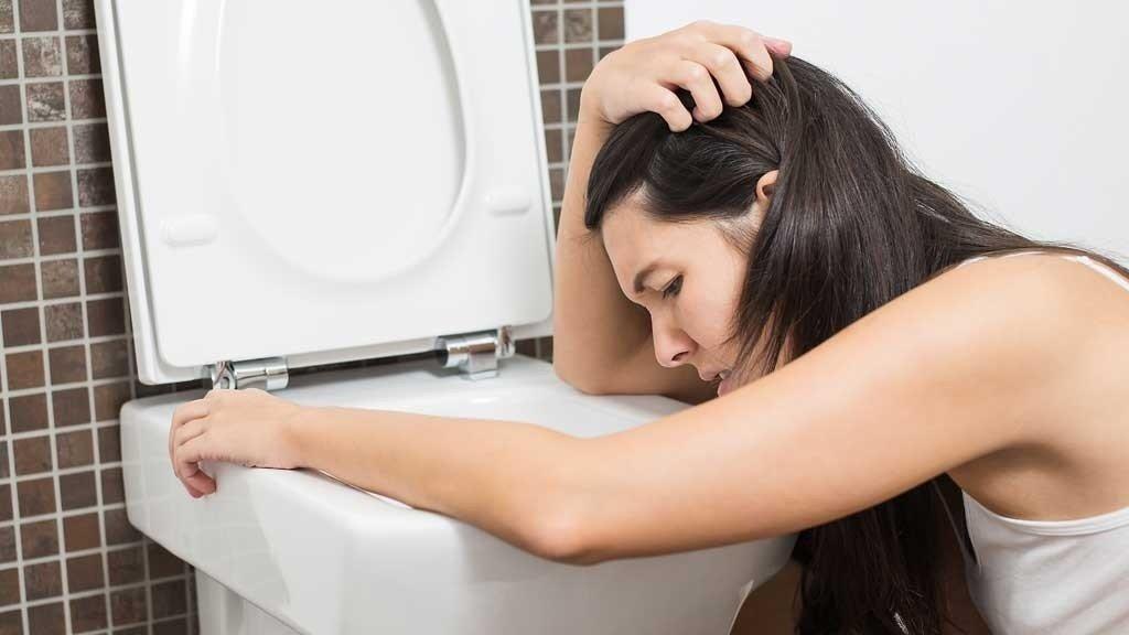 DÅRLIG: Henger du også over toalettskåla? Da bør du følge legenes råd om å få i deg nok væske og næring.