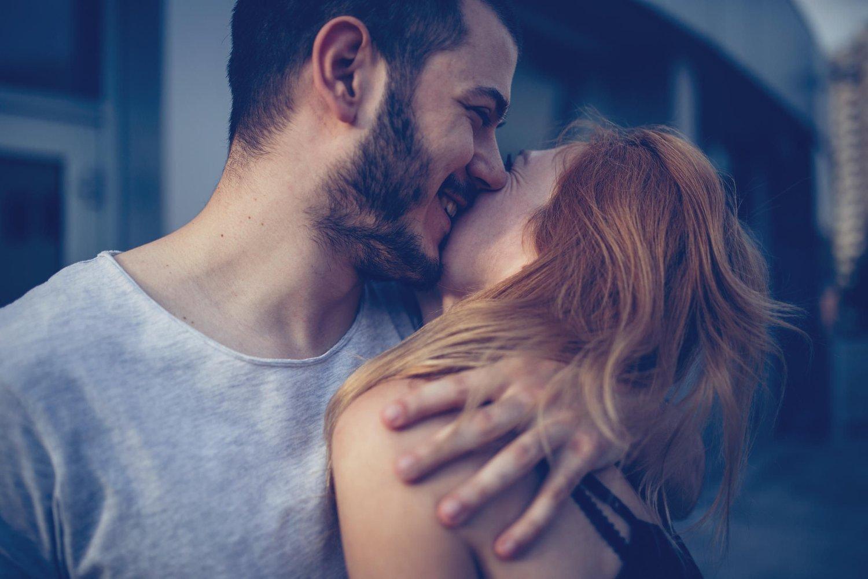 FORELSKELSE: Å være stormende forelsket er både fantastisk og skummelt. - Det er en halvmanisk tilstand, sier psykolog Andreas Løes Narum.