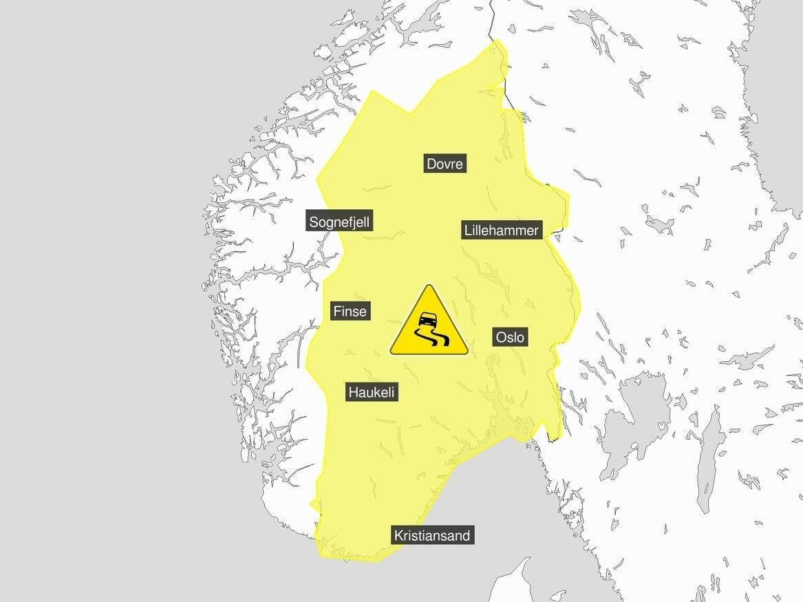 GULT FARENIVÅ: Farevarselet for vanskelige kjøreforhold fredag og lørdag gjelder for Østlandet, Agder-fylkene og fjellet i Sør-Norge.
