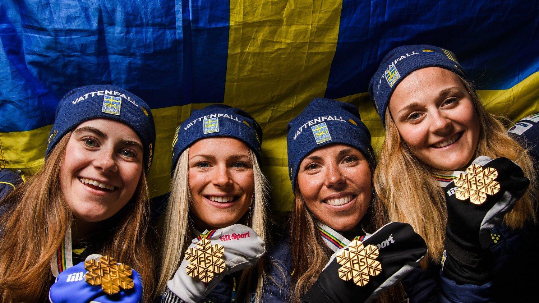 GULLKVARTETT: Sverige tok gull på kvinnestafetten etter å ha slått Norge.