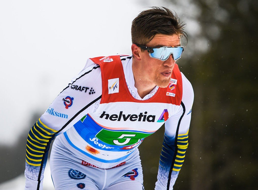 SPRAKK: Sveriges Calle Halfvarsson gikk på en ny smell VM under fredagens stafett.