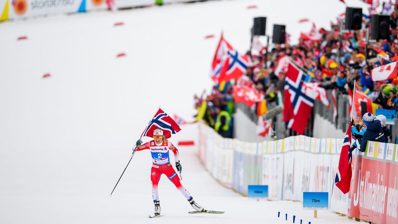 NORSK DOMINANS: Therese Johaug sørget som vanlig for gull i løypa, og nordmenn er bortskjemte med suksess de siste årene. Nå ropes det varsku for norsk kvinnelangrenns fremtid.