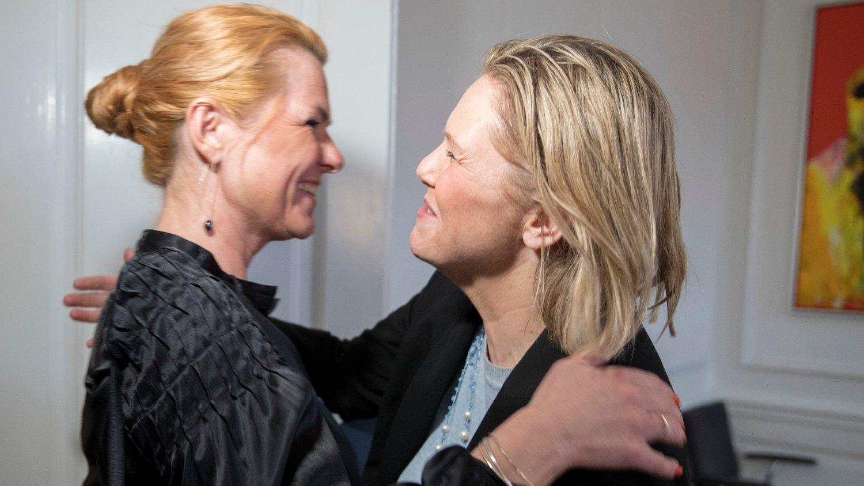 Danmarks omstridte innvandringsminister Inger Støjberg (V) ble omfavnet av Sylvi Listhaug (Frp) da de to møttes i København. Foto: Vidar Ruud / NTB scanpix