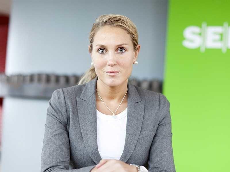 Sjefstrateg Erica Blomgren i SEB er helt sikker på at Norges Bank setter opp styringsrenten 21. mars til 1 prosent. Foto: Moment Studio