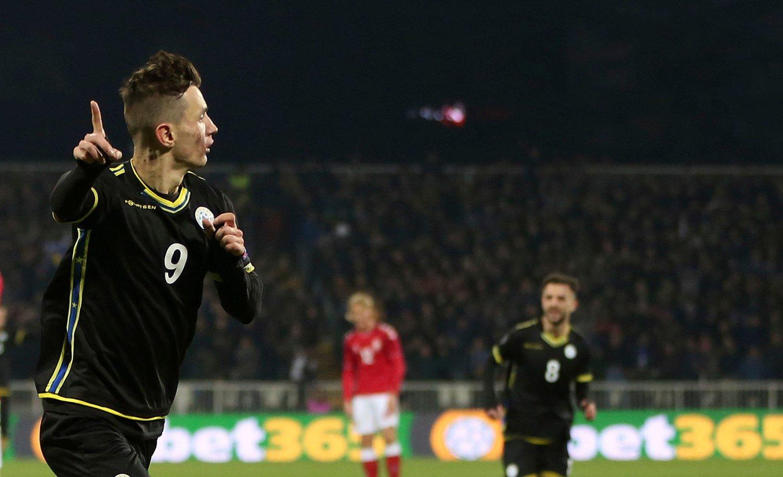 MISTET MATCHVINNERSTATUS: Bersant Celina scoret for Kosovo, men det holdt ikke helt til en gjev seier mot Danmark.