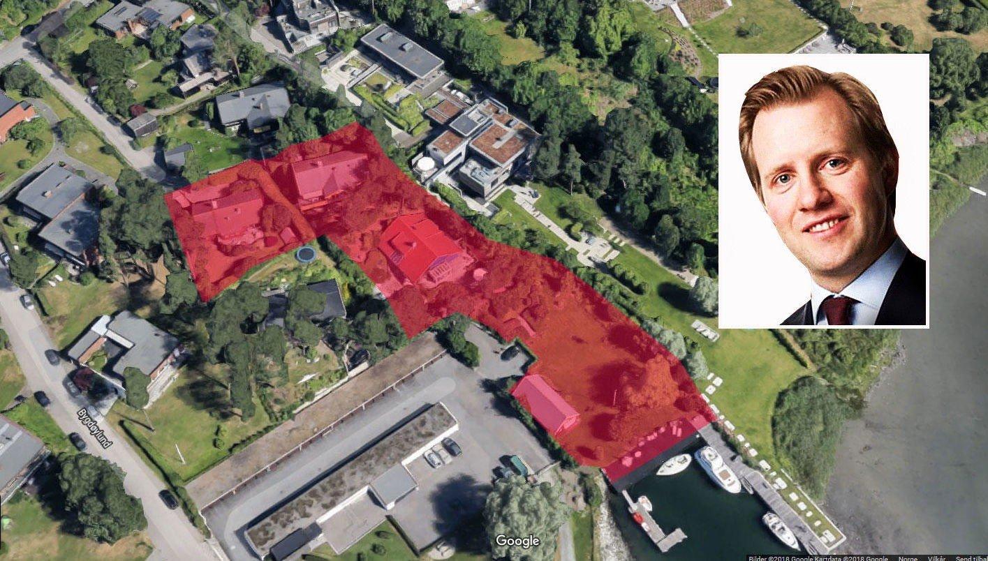 VIL RIVE ALT: Gründer Odd Johnny Winge har frist til april med å sende inn de siste detaljene. Går alt på skinner, kan han rive sine tre hus og bygge «Villa Winge».