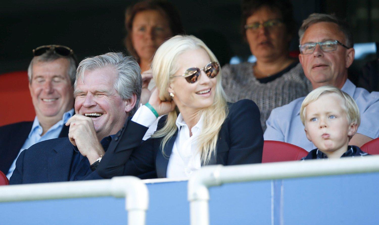 Tor Olav Trøim reddet nok en gang Vålerenga fra stort underskudd. Her med ektefelle Celina Midelfart på fotballkamp på Ullevaal stadion.