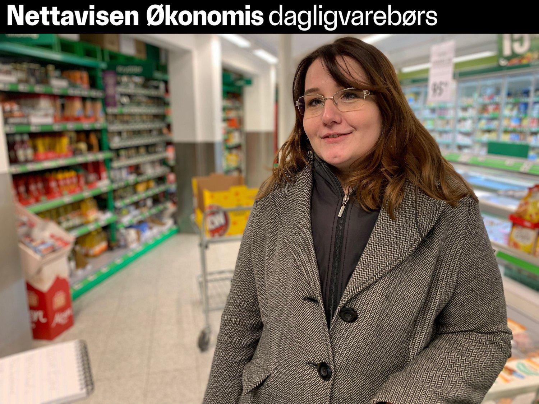SPARER PENGER PÅ MAT: Gosia Ejme handler hos den rimeligste dagligvarebutikken.