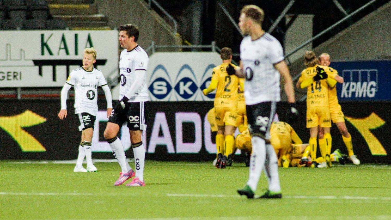 KONTRASTER: Bodø/Glimt kunne juble, mens RBK-spillerne fortvilte på Aspmyra.