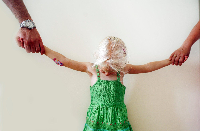 Kanskje føler du at samlivsbruddet gjør at du mister oversikt over barna og at de distanserer seg. Det finnes flere måter å gjøre den vonde skilsmissen best mulig for barna i etterkant. Illustrasjonsfoto: Sara Johannessen / NTB scanpix