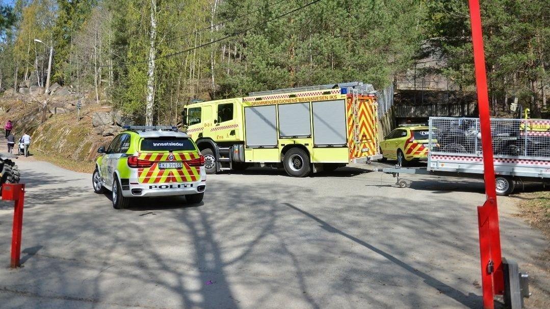 FALLULYKKE: Nødetatene har rykket ut til en fallulykke i Kjøsterudjuvet på Åssiden. Litt over en time senere ble en mann bekreftet omkommet.