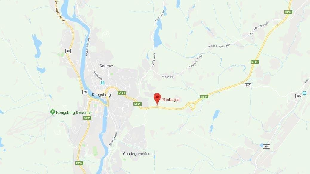 ULYKKE: Fem personer var involvert i en front mot front-ulykke i Kongsberg ved Plantasjen.