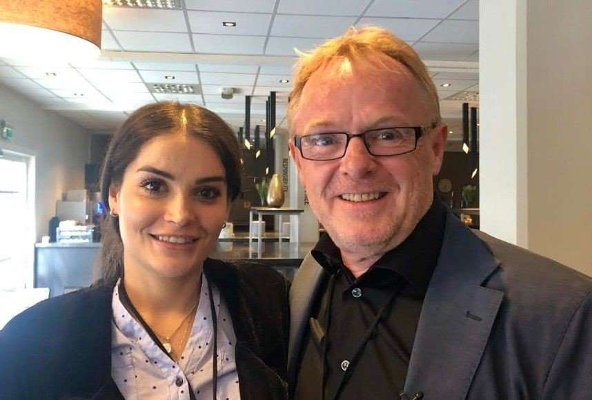 Per Sandberg og kjæresten Bahareh Letnes er til stede på Frps landsmøte.