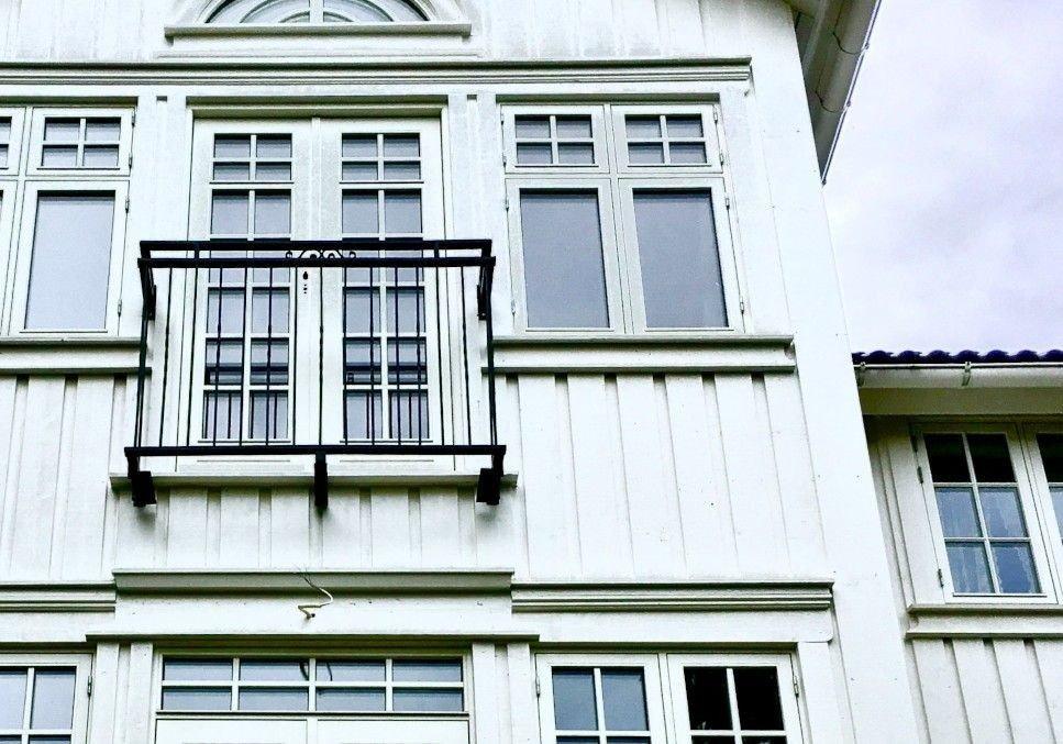 FEILET MED MALINGEN: Fasaden var nymalt, men selger hadde brukt feil maling. Kjøper ble tilkjent erstatning. (Illustrasjonsfoto)