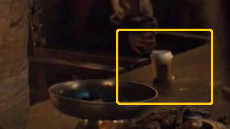 NÅ ER DEN BORTE: Denne kaffekoppen er nå digitalt fjernet.